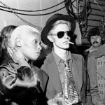 """David Bowie en 1975 à l'époque de la sortie de """"Young Americans"""" (ici en compagnie d'Ava Cherry)"""